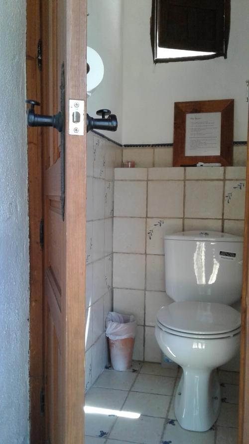toilet in badhuis